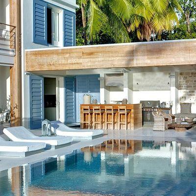 piscina exterior de lujo