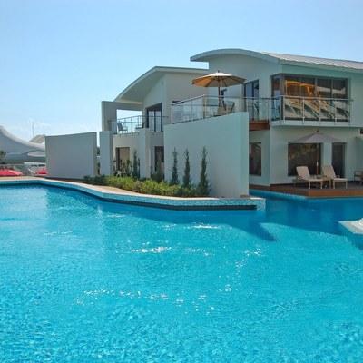 Ideas y fotos de barandillas terraza cristal para - Costo manutenzione piscina ...