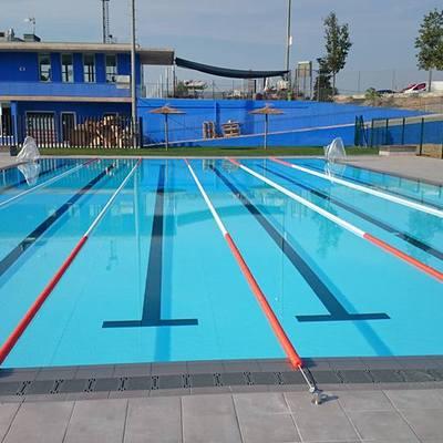 Construcción de piscina pública desbordante