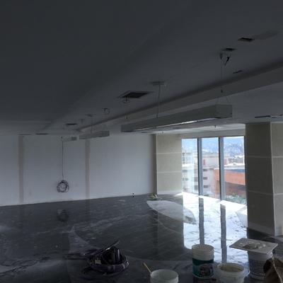 Pladur en paredes y techo de oficina comercial