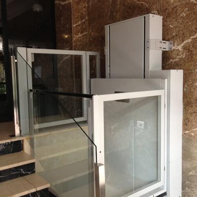 Instalación plataforma vertical salvaescaleras recorrido 1050mm