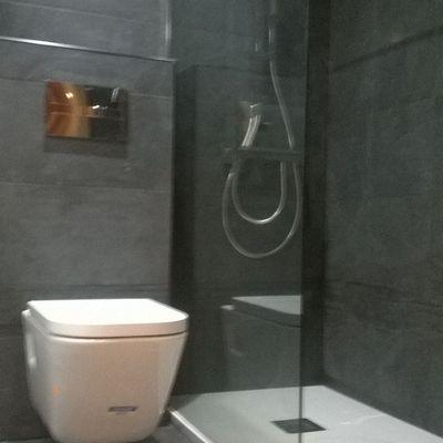 Plato de ducha antideslizante.