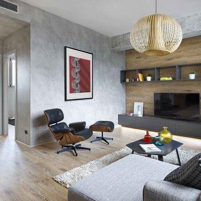Salón con pared de microcemento