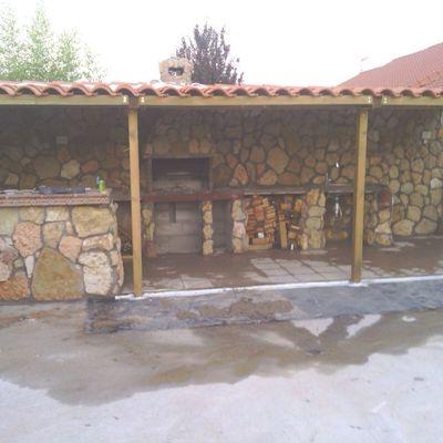 Construcción de porche y barbacoa