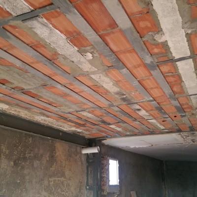Refuerzo estructural en vivienda (piso) dentro de edificio plurifamiliar afectada por siniestro (incendio)