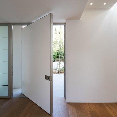 Puerta blindada con vidrio