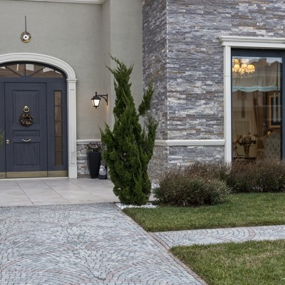Puerta blindada en estilo clásico de vidrio