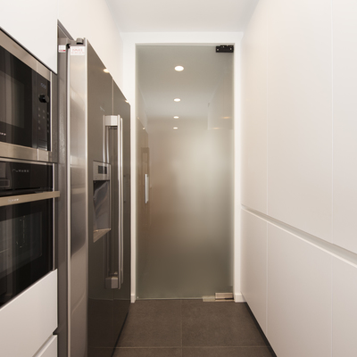 Puertas cristal cocina cocina con suelos de baldosa for Puertas para cocina