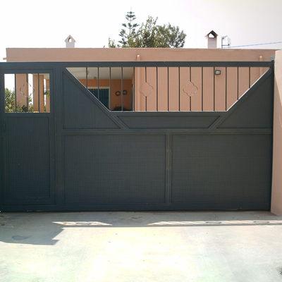 Puerta Corredera con Lateral Peatonal