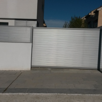 Creación de puerta y valla con motorizacion