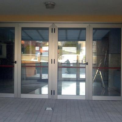 Puerta de entrada colegio Rosalía de Castro
