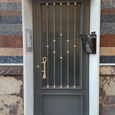 Puerta entrada de comunidad