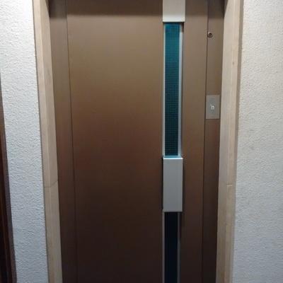 Sustitución completa de ascensor aumentando la capacidad de carga