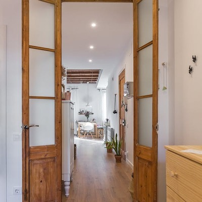 Ideas y fotos de ventanas y puertas de estilo r stico para for Puerta doble madera