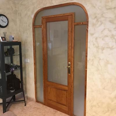 Fabricacion e instalacion de puerta y fijos acristalados