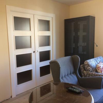 Suministro y colocación de puertas interiores lacadas blancas