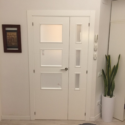 Puerta lacada de 3 vidrios