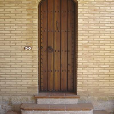 Puerta rústica de medio punto
