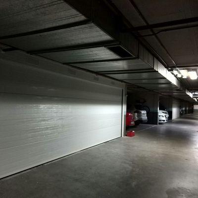 Puerta seccional acanalada blanca 7 mts ancho x 2.15 mts  alto Reforzada con Omegas