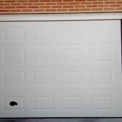 Puerta seccional acanalada y motorizacion