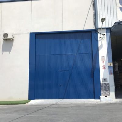 Esmaltado de puerta en nave industrial
