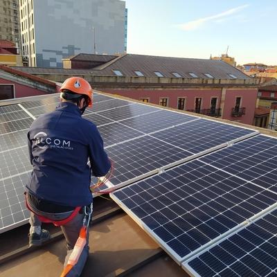 Instalación paneles fotovoltaicos en Ayuntamiento de Gijón