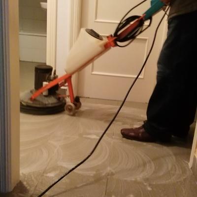 Pulir piso ,