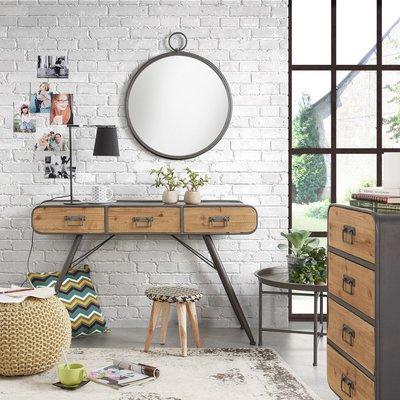 Recibidor vintage con muebles de madera