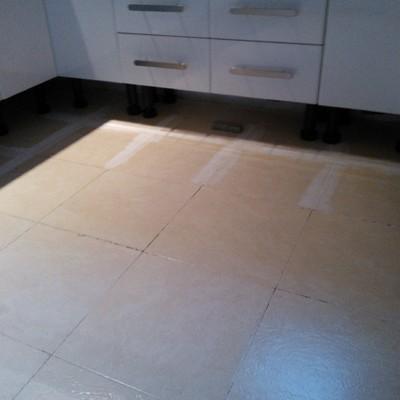 Instalación nuevo suelo en cocina, sin obras.