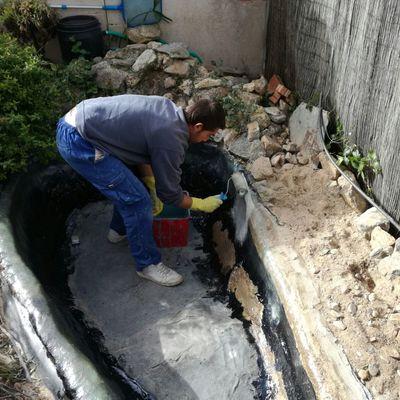 Trabajos en  poliester para la pérdida de agua en estanques.