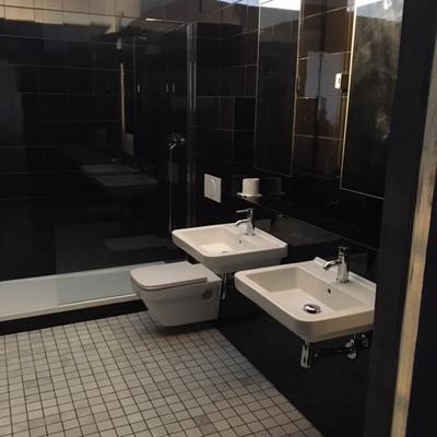 Reforma de baño estilo minimalista a buen precio
