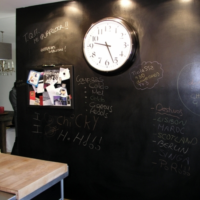 Reforma cocina en Barcelona: pared de pizarra