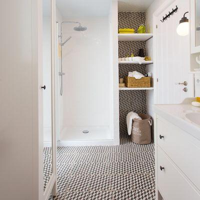 4 reformas para compartir el baño sin estorbaros