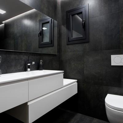 Reforma radical de un baño: una ducha en la antigua despensa