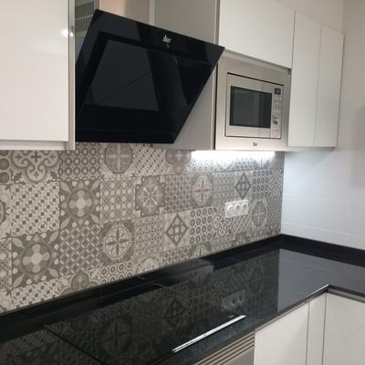 Ideas y fotos de azulejos hidr ulicos gris para inspirarte for Azulejos hidraulicos cocina