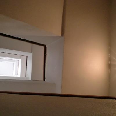 Reforma de entrada de una vivienda y colocación de ascensor