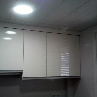reforma integral de un piso, puertas, parquet, armarios, cocina,baño y pintura