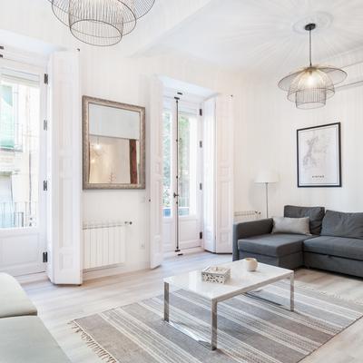 Un piso en Madrid cuya reforma apostó por el blanco