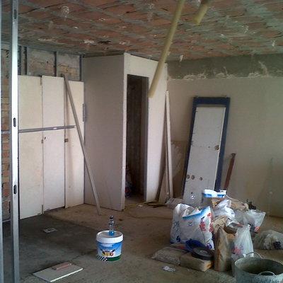 Derrivo y nuevo proyecto para piso añadiendo un baño y ampliando cocina