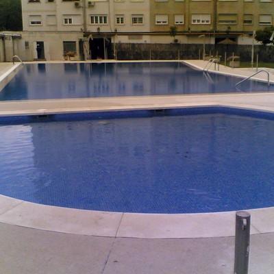 Reforma piscina comunidad de propietarios: skimmer a desbordante (Madrid)