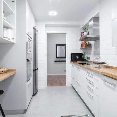 Cocina balnca y madera