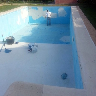 Rehabilitación de piscina con problemas de humedad