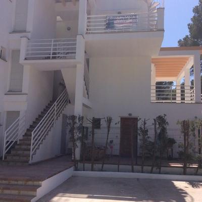 Rehabilitación y pintura de edificio en Puerto de Pollença