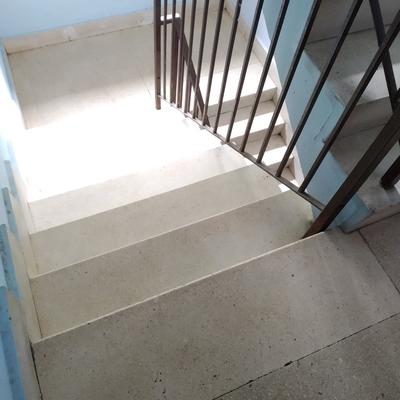 Limpieza suelo marmol escalera comunidad