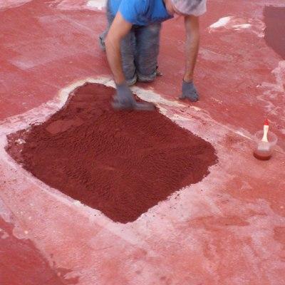 reparación agujeros suelo hormigón dañado con mortero de resina epoxi