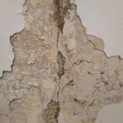 Reparar paredes agrietadas y con humedad
