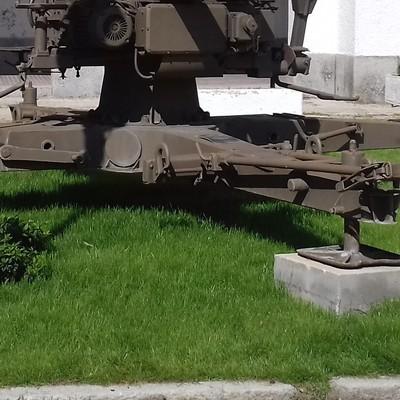 Plantación de césped en un parterre de un cuartel de artillería.