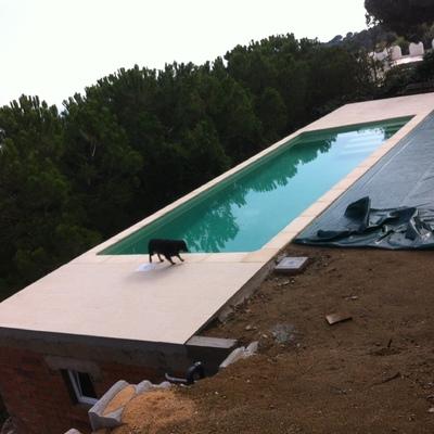 Construcción de piscina con depósito subterráneo para recogida de agua pluvial