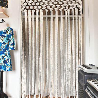 Tejer ya no es cosa de abuelas: elabora tu propia cortina de macramé
