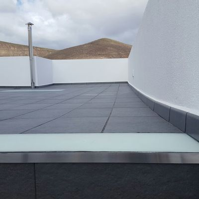 Revestimiento de escalera, terraza y piscina
